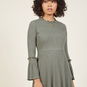 ⭐️NEW ARRIVAL Modcloth Green Bell Sleeve Dress L